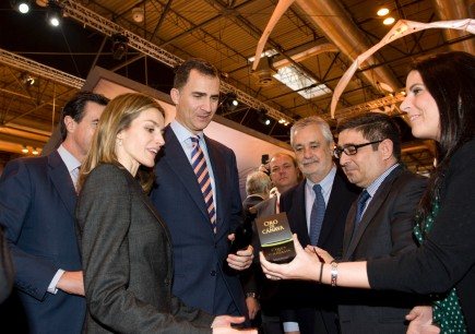 olive-oil-takes-center-stage-at-madrid-tourism-exhibition-fitur-the-princes-of-asturias-discover-spanish-evoos
